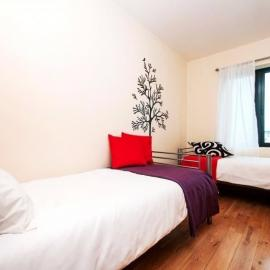 £132 LONDON LARGE TWIN ROOM CENTRAL Gallery
